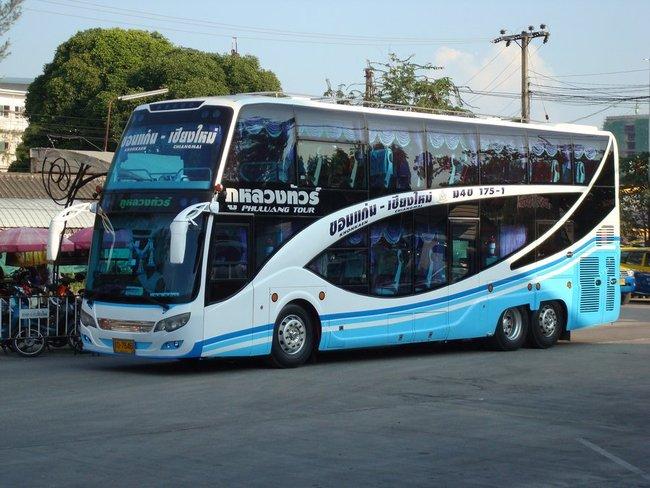 бело-голубой автобус двухэтажный