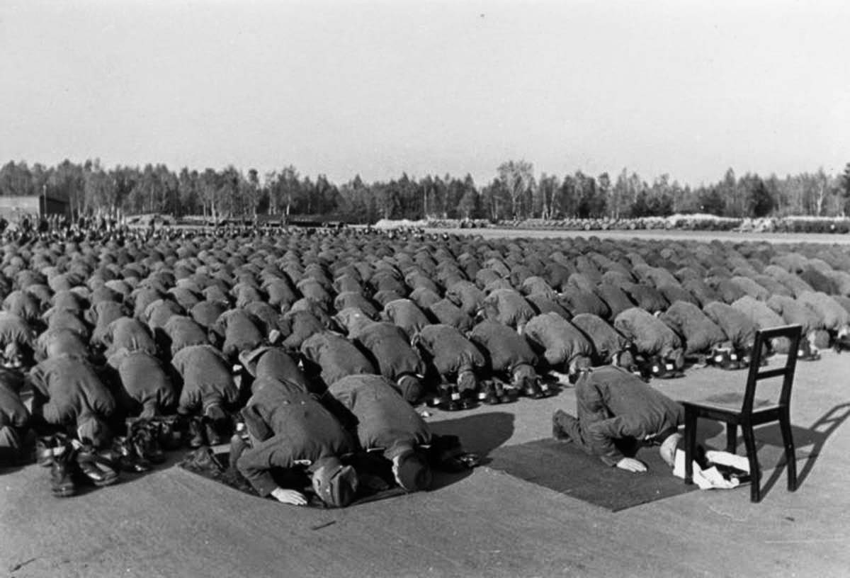 Members of the division at prayer during their training at Neuhammer in November 1943.