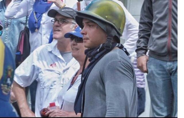 Sixto Rein aparece sorpresivamente en una marcha contra Maduro