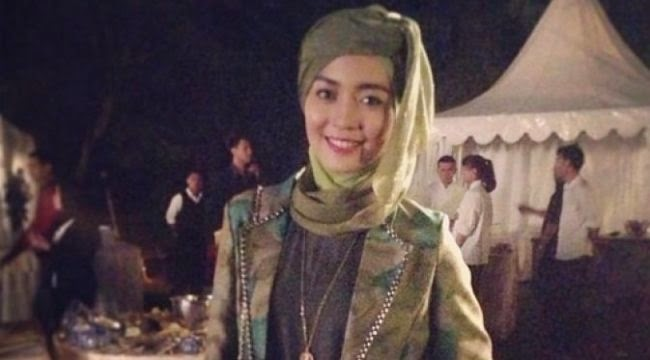 Cara Menggunakan Jilbab Ala Nuri Maulida