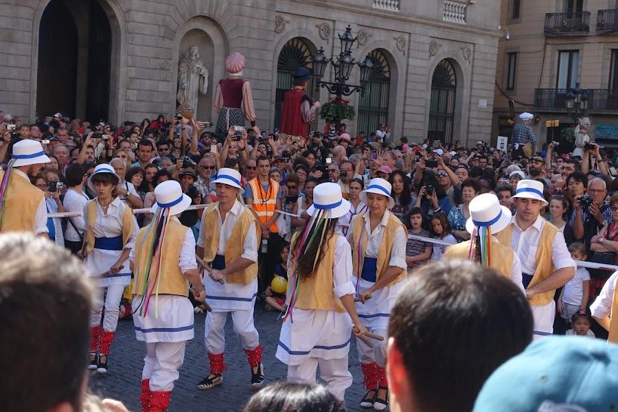 バストン(棒)のダンス (Ball de Bastones del Seguici de Barcelona)