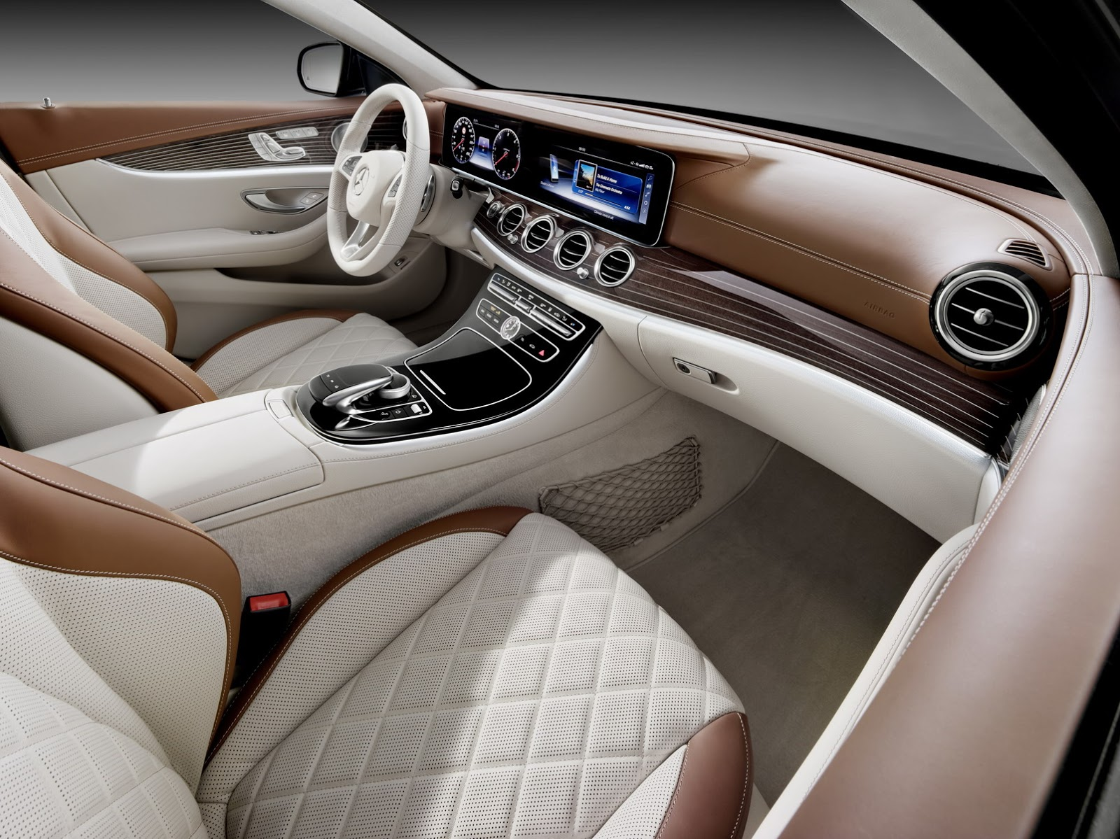 2017-Mercedes-Estate-E-Class-17.jpg