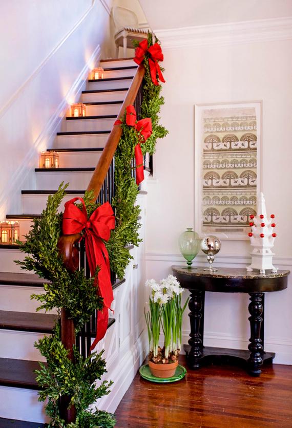 Советы дизайнеров. Новогоднее украшение лестницы