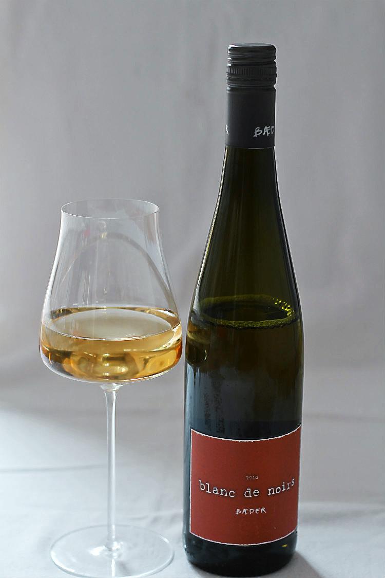 Spargelwein: Blanc de Noir von Weingut Bäder, Rheinhessen, Biolandbetrieb | Arthurs Tochter kocht. Der Blog für Food, Wine, Travel & Love von Astrid Paul