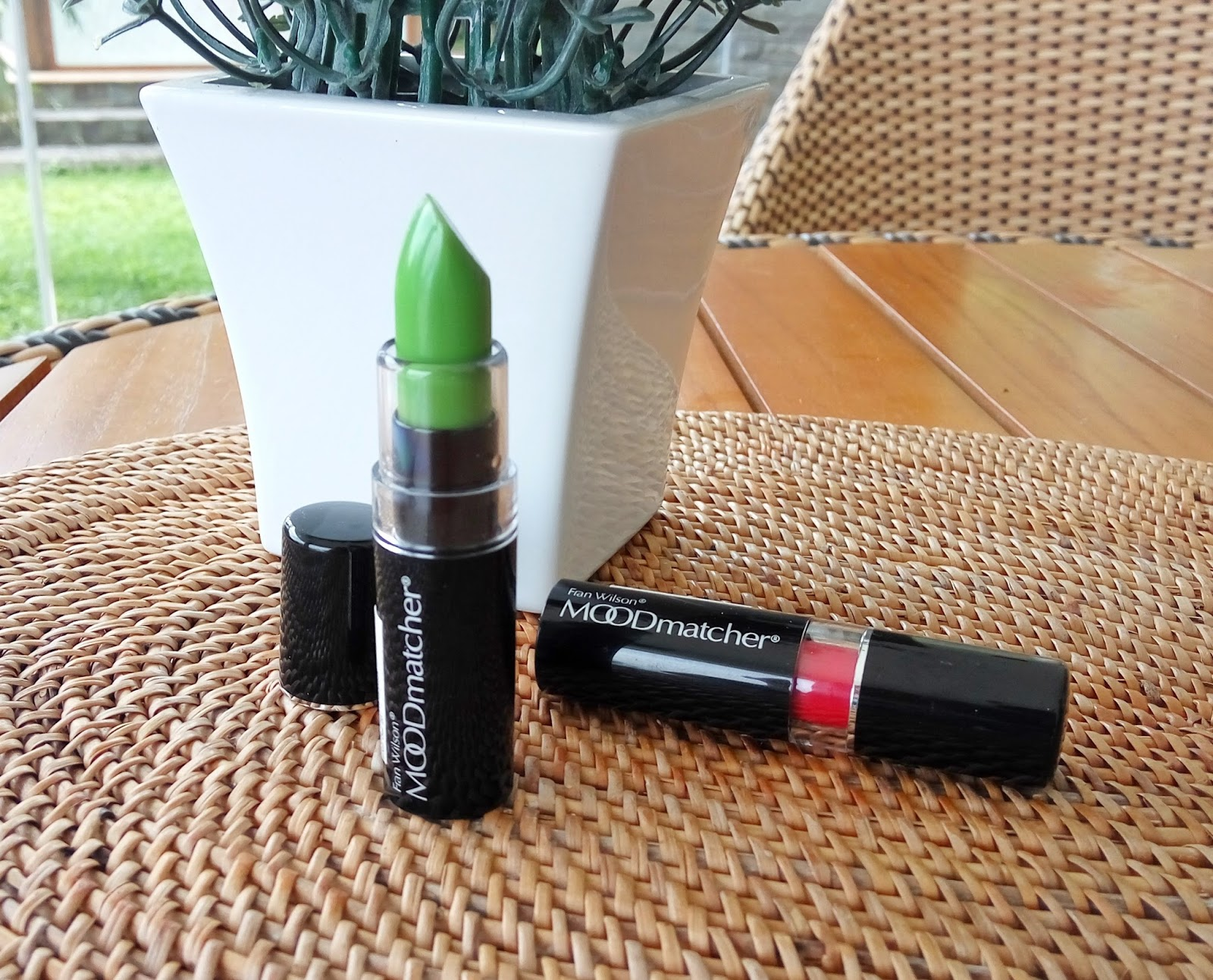 Review Lipstick Fenomenal Fan Wilson Moodmatcher Hijau Dan Merah Orange