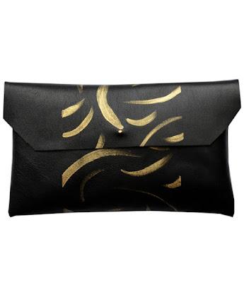 Pochette noire aux motifs dorées MALLOW