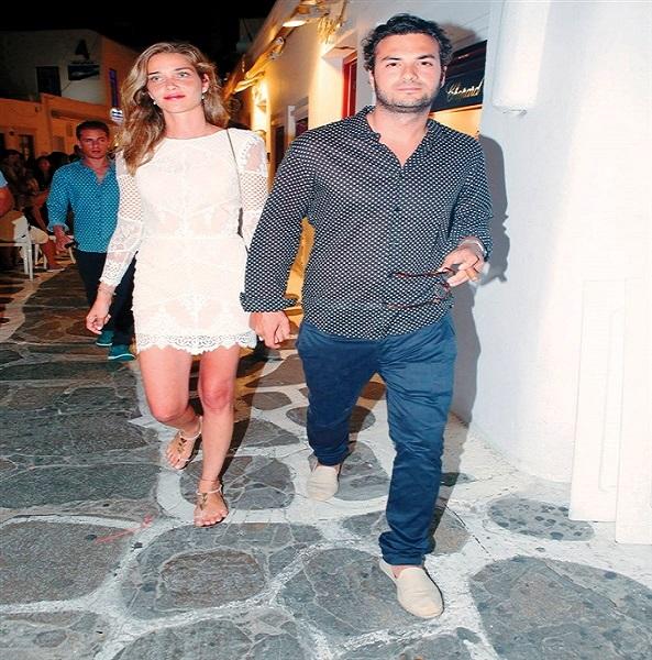 زوجة جمال مبارك تغادر الى اليونان من صالة كبار الزوار