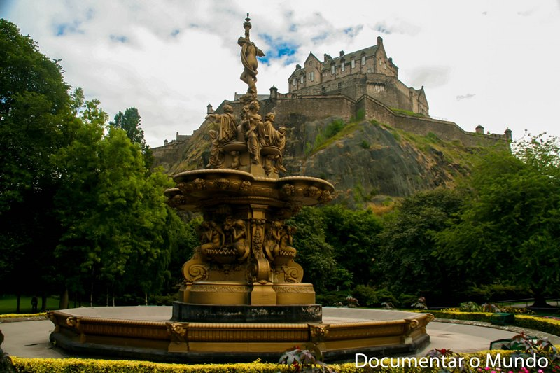 Castelo de Edimburgo; Edinburgh Castle; Princes Street Gardens; Ross Fountain