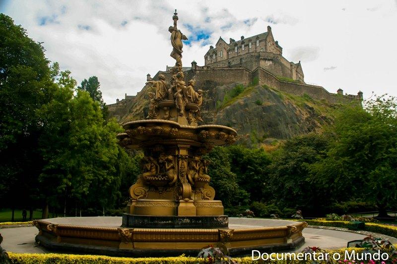 Castelo de Edimburgo; Edinburgh Castle; Princes Street Gardens; Ross Fountain