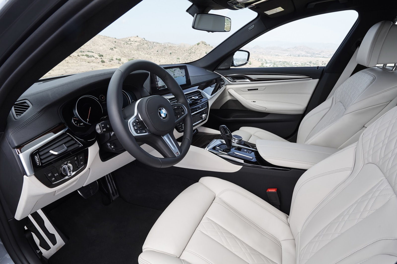 2017-BMW-5-Series-80.jpg