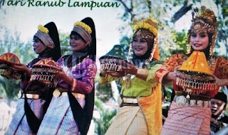Ranub Lampuan: Traditional Dance Of Aceh (Indonesia)