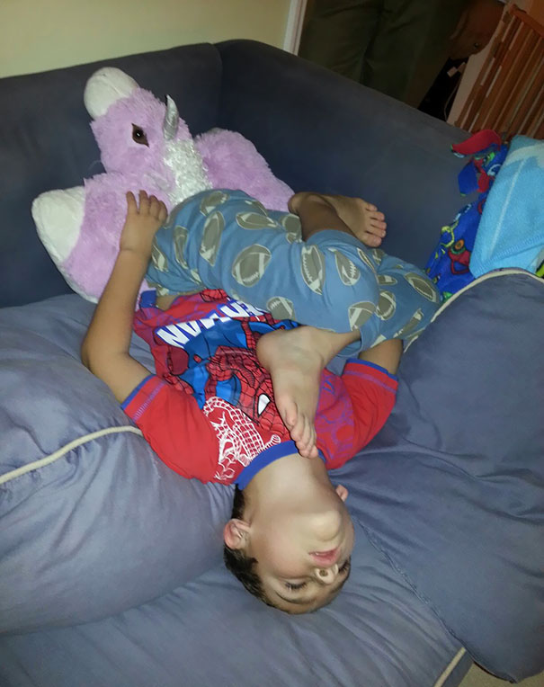 15+ Hilarious Pics That Prove Kids Can Sleep Anywhere - Napping Upside Down