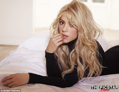 صور، إغراء، المغنية، شاكيرا، Shakira، ساخنة، عارية، مثيرة، وجه، إطلالة، مستلقية
