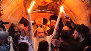 Έλληνας ερευνητής αποκαλύπτει την αλήθεια για το «Άγιο Φως» (και δυσαρεστεί πολλούς) - Βίντεο