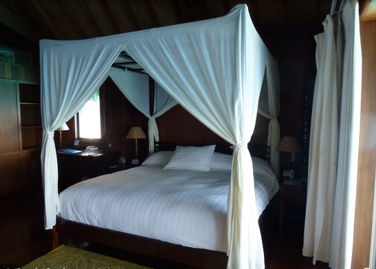 Simple Four Poster Canopy Beds 1