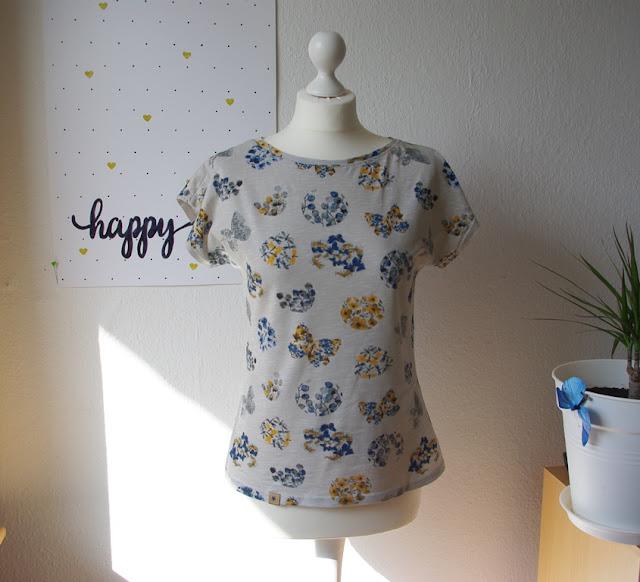 Shirt Kimonotee aus Jersey Grau mit Blumen Schnittmuster für Frauen (Freebook) von MariaDenmark  selbst genähtes Damen Oberteil