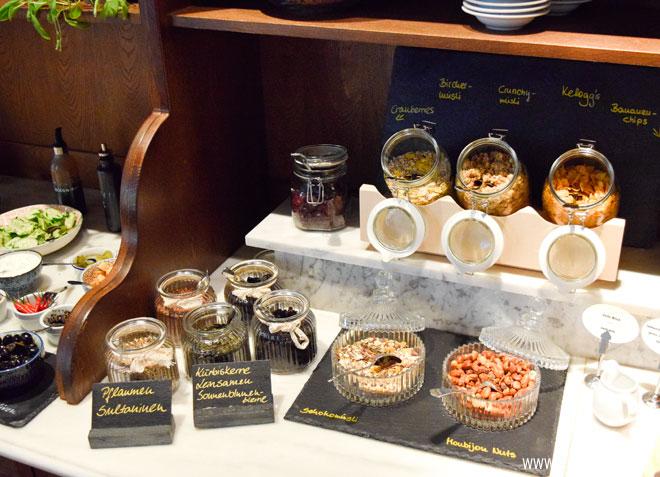 Nüsse und Cerialien im Monbijou Hotel Berlin