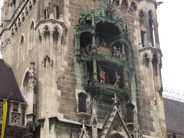 Glockenspiel, o carrilhão da nova prefeitura O que ver em Munique