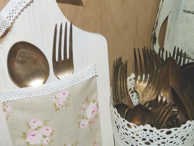 tabla-cocina-cubiertos-antiguos