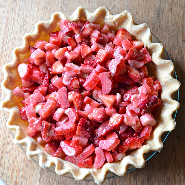 Strawberry-Rhubarb-Pie-With-Crumb-Topping-Pie-Shell.jpg