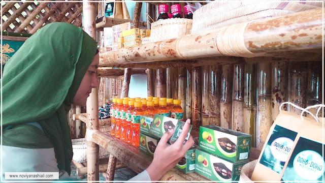 Souvenir dan makanan khas Ternate di Cengkeh afo