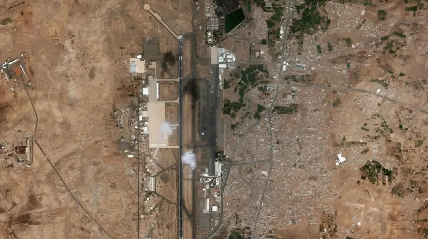 As imagens de satélite do Aeroporto Internacional de Sanaa tomada dia 22 de março