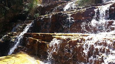cascata junto ao Mirante dos Canyons