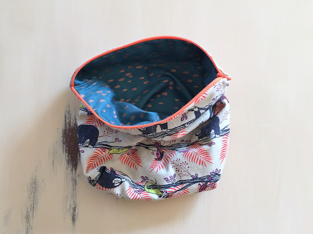 the easiest way to sew a zipper pouch