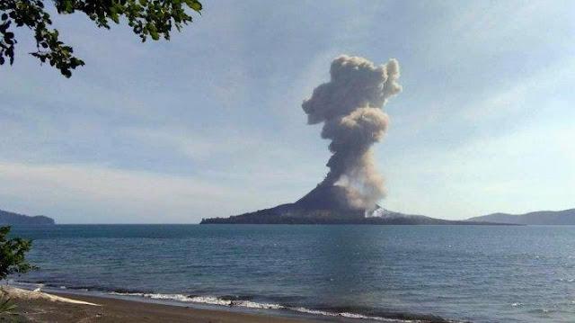 Gunung Krakatau Meletus 123 Kali, Semburkan Debu Pekat 700 m, Hingga Gempa Vulkanik 30 Kali