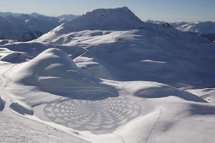 Рисунки на снегу. Simon Beck 28