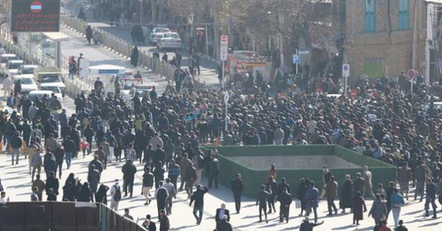 iran-da-devrim-muhafizlari-ve-rejim-yanlilari-sokak-ta-abd