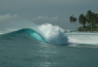 hırçın dalgalar ve deniz masaüstü arkaplan resmi