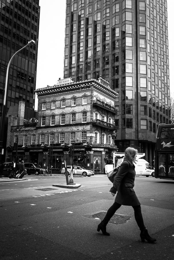 'Avanzando por Londres', de Carlos Larios