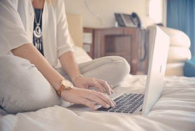Kebiasaan yang sanggup bikin laptop kalian cepet rusak 7 Kebiasaan Bikin Laptop Cepet Rusak, Kamu Harus Tau!