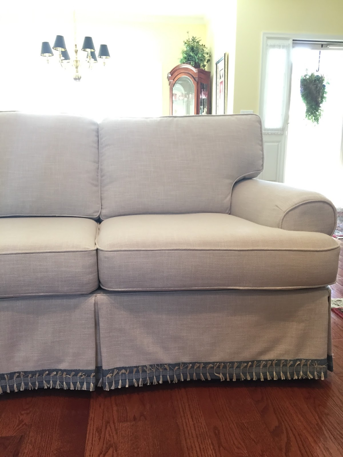 Pam Morris Sews Chunky Linen Slipcover on a Traditional Sofa