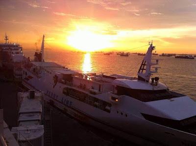 sunset di surabaya north quay