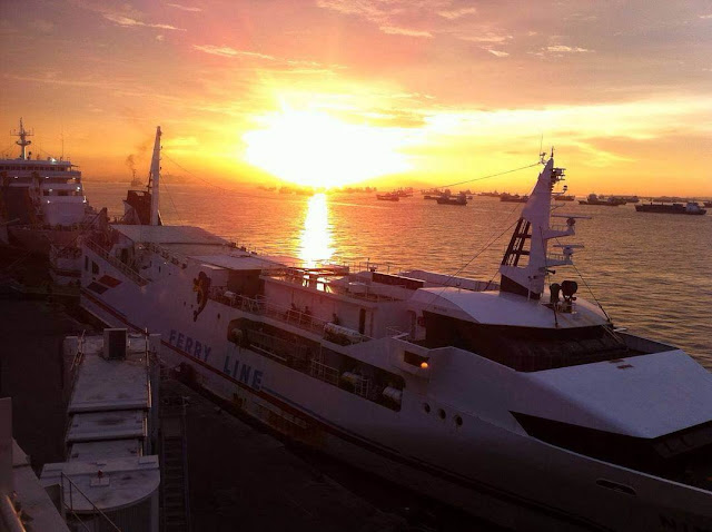 sunset di surabaya north quay