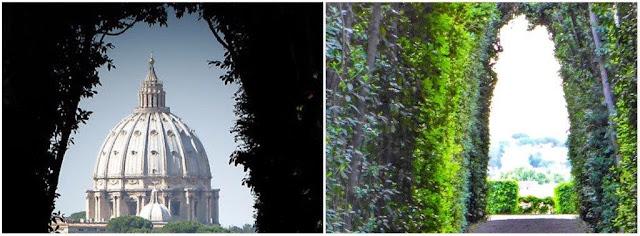 Buco della serratura en la puerta verde la Villa dell'Ordine dei Cavalieri di Malta en Aventina en Roma desde el que se ve la cúpula de San Pedro del Vaticano
