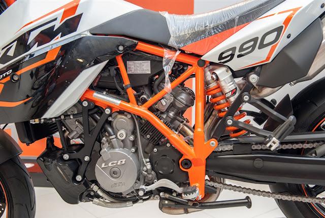 ktm-990-supermoto-r