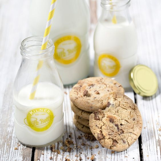 Kilner Milk Bottle and Cookies with Straw