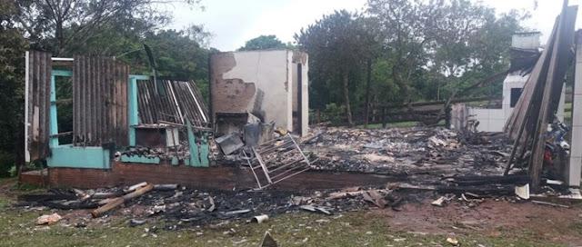 Mato Rico: Torneio de Futebol vai ajudar família que teve residência consumida pelo fogo