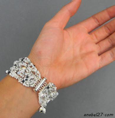 Белый фриформ-браслет #367