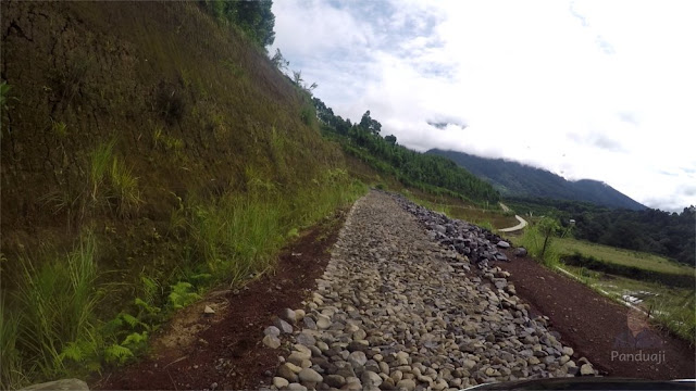 Proses pembangunan jalan ke Sirah Kencong