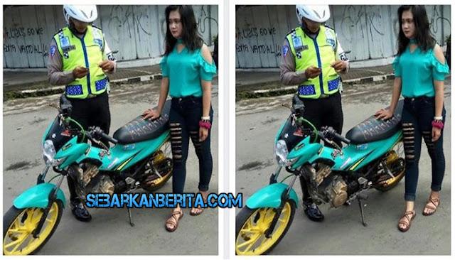 Sepeda Motornya Ditilang dan Disita Polisi, Ini yang dikatakan Gadis Cantik ini ke Polantas. Ceritanya Viral di Facebook