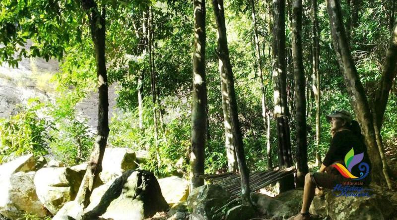 Liburan Anti-mainstream, Bersantai di Kolam Renang Alami Air Terjun Gunung Kubing di Belitung