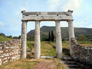 η είσοδος του Γυμνασίου στην Αρχαία Μεσσήνη