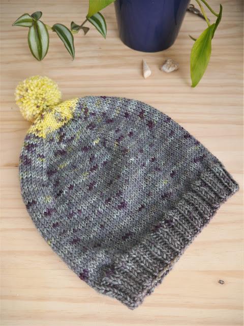 gros plan du bonnet tricoté