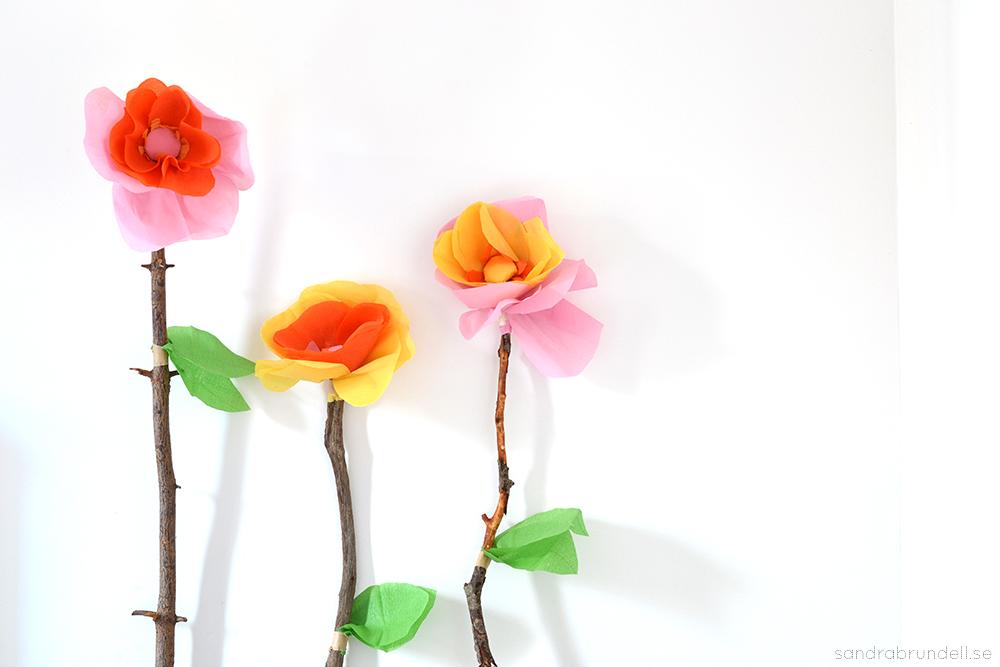 Jättestora blommor av crepepapper