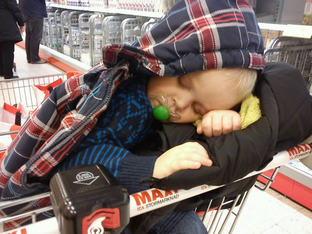 Kasihanilah Bayi Anda. Inilah KESAN BURUK Terhadap Bayi Jika Bawa Anak Keluar Hingga Lewat Malam Yang Ramai Ibu Bapa TAK TAHU !!!
