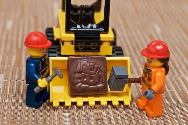 Lego - Advent Calendar - Calendrier de l'Avent - Fermier - Farmer - Lego - Building - Construction - Worker - Chocolat au lait